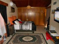 Main Bedroom - 28 square meters of property in Oudtshoorn