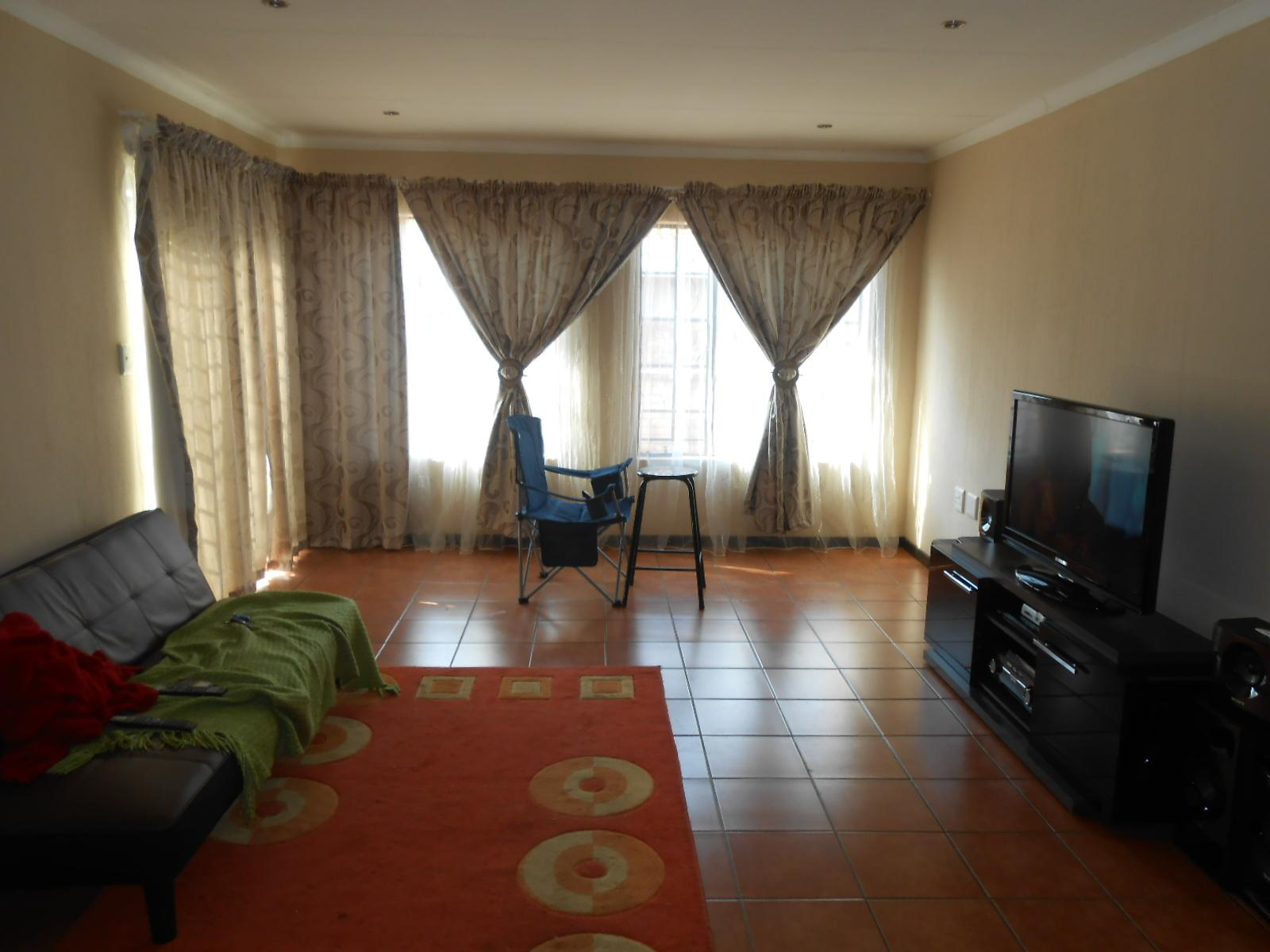 Lounges - 28 square meters of property in Pretoria North