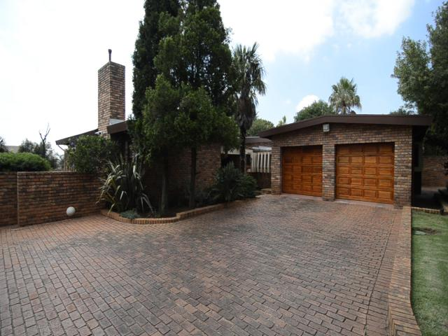 3 Bedroom House for Sale For Sale in Krugersdorp - Home Sell - MR096595