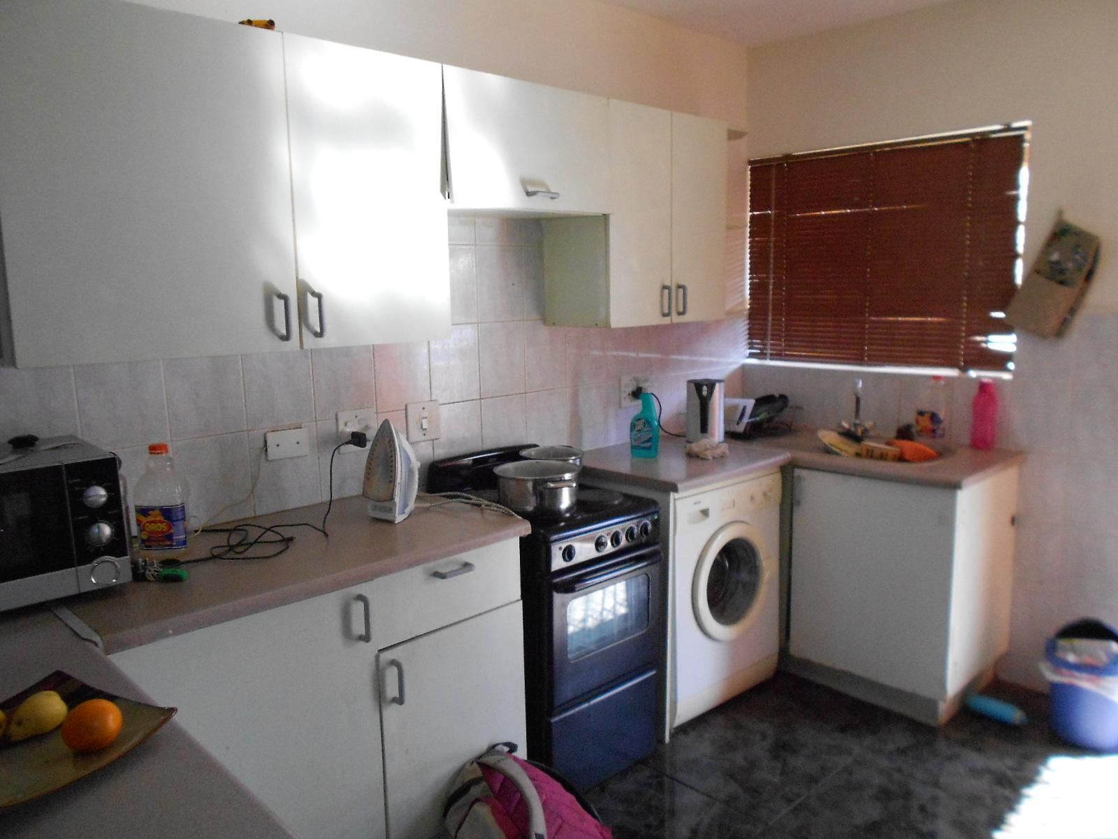 Kitchen - 10 square meters of property in Suideroord