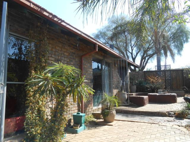 3 Bedroom House for Sale For Sale in Heuweloord - Private Sale - MR096623
