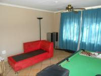 Lounges - 41 square meters of property in Heuweloord