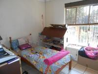 Bed Room 1 - 12 square meters of property in Heuweloord