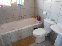 Bathroom 1 - 5 square meters of property in Heuweloord