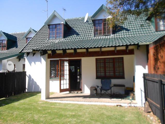 2 Bedroom Sectional Title for Sale For Sale in Weltevreden Park - Home Sell - MR096649