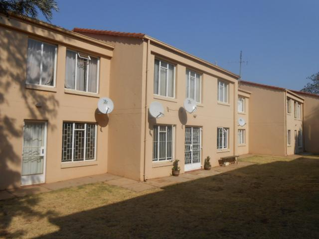 1 Bedroom Simplex for Sale For Sale in Die Hoewes - Home Sell - MR096687