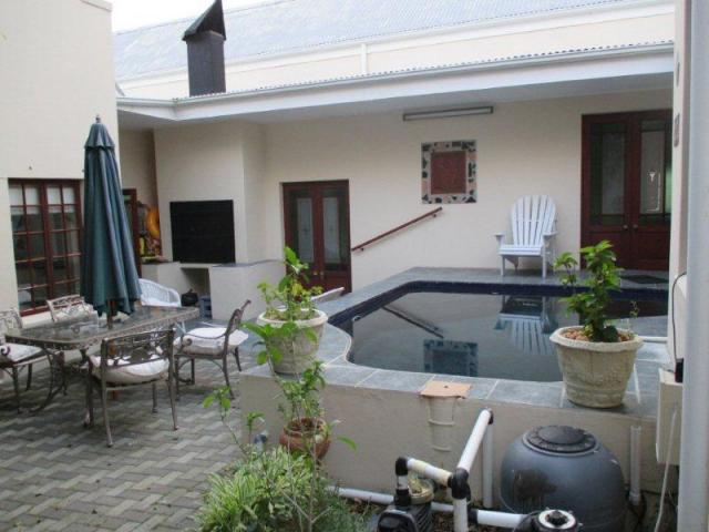 5 Bedroom House For Sale in Onrus Rivier (Onrus) - Private Sale - MR096711