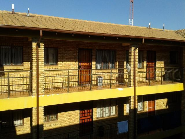 2 Bedroom Apartment For Sale in Randfontein - Private Sale - MR096713