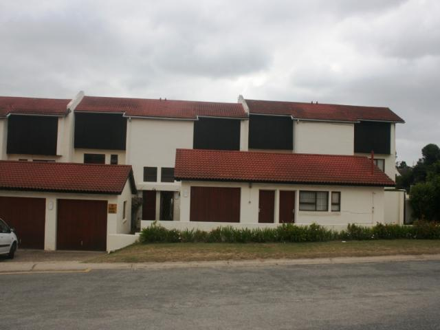 4 Bedroom Sectional Title For Sale in Plettenberg Bay - Private Sale - MR096810