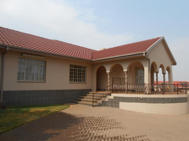 4 Bedroom House for Sale For Sale in Randfontein - Private Sale - MR096832