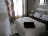 Main Bedroom - 10 square meters of property in Bloubergstrand
