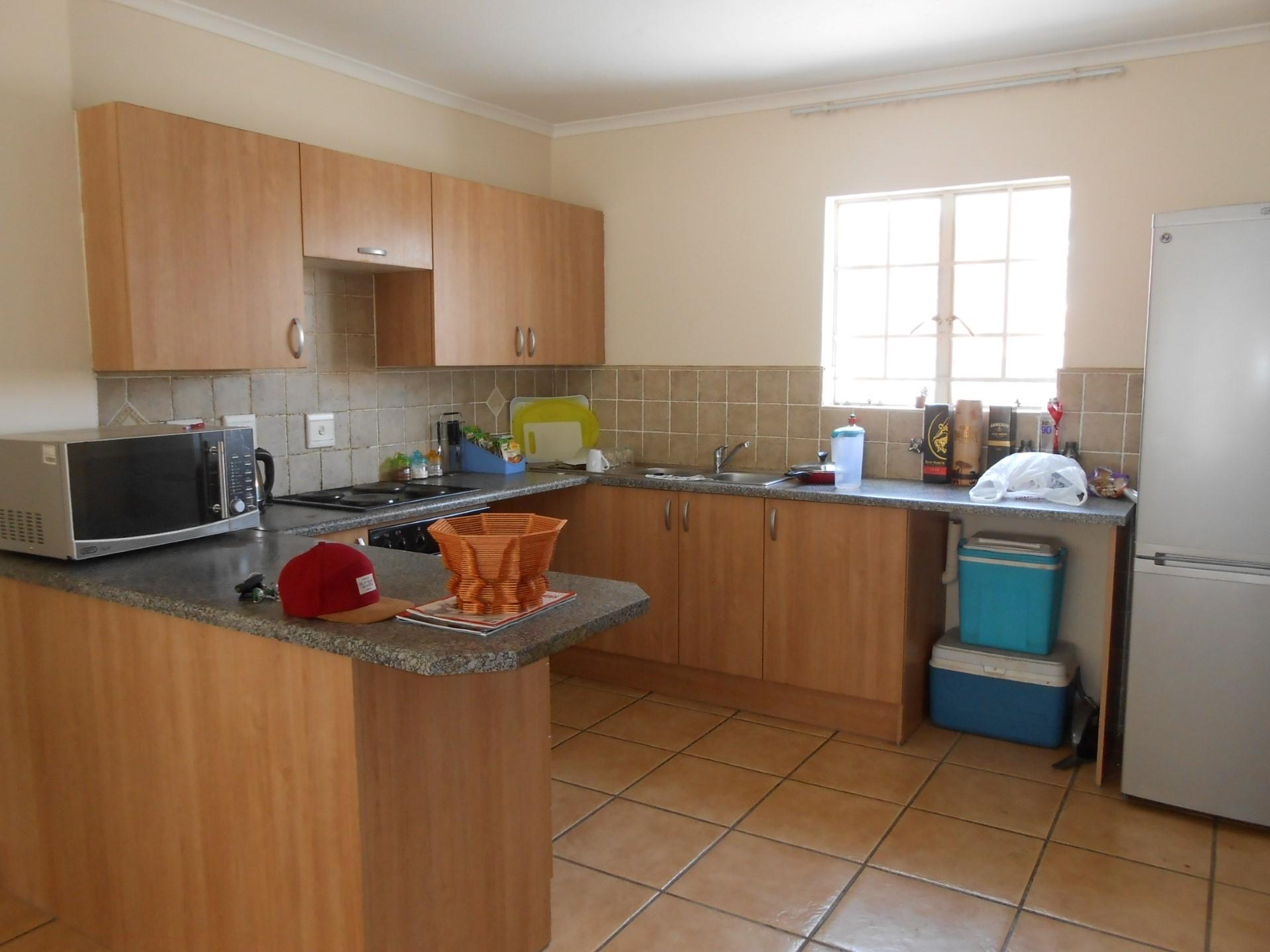 Kitchen - 8 square meters of property in Castleview
