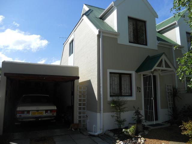 2 Bedroom Duplex For Sale in Somerset West - Home Sell - MR096895