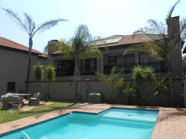 3 Bedroom Sectional Title For Sale in Pretoria North - Home Sell - MR096906