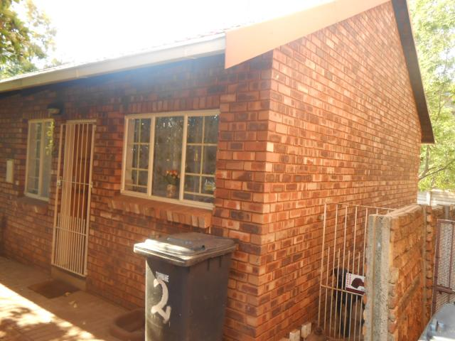 2 Bedroom Simplex For Sale in Zwartkop - Private Sale - MR096914