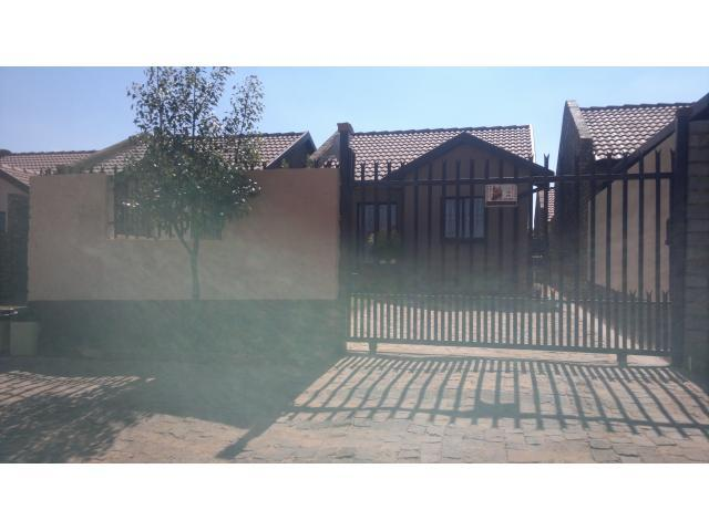 2 Bedroom House For Sale in Soshanguve - Home Sell - MR096917