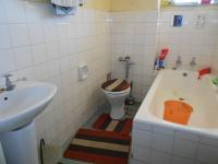 Main Bathroom - 5 square meters of property in Hillbrow