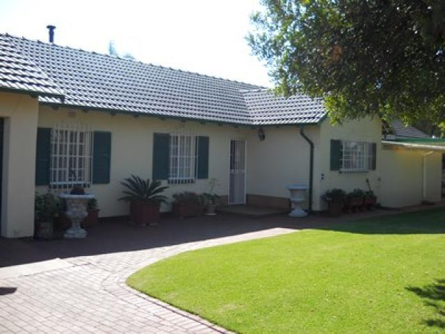 4 Bedroom House for Sale For Sale in Kempton Park - Private Sale - MR096951