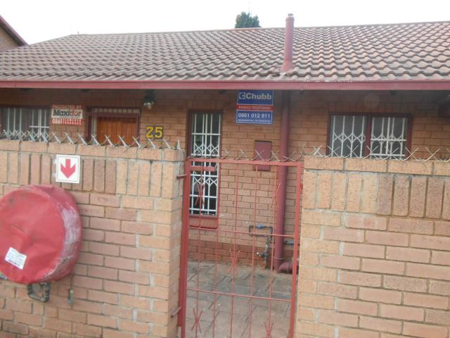 3 Bedroom Simplex for Sale For Sale in Pretorius Park - Home Sell - MR096986