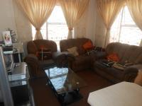 Lounges - 15 square meters of property in Olievenhoutbos