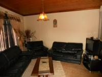 Lounges - 17 square meters of property in Woodview
