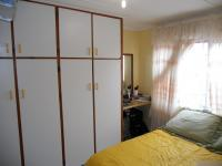 Bed Room 1 - 9 square meters of property in Woodview