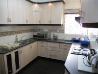 Kitchen - 12 square meters of property in Woodview