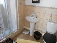 Main Bathroom - 5 square meters of property in Theresapark