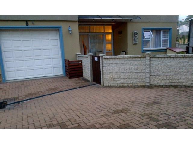 2 Bedroom Sectional Title For Sale in Uvongo - Private Sale - MR099112