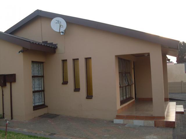 2 Bedroom House For Sale in Soshanguve - Home Sell - MR099129