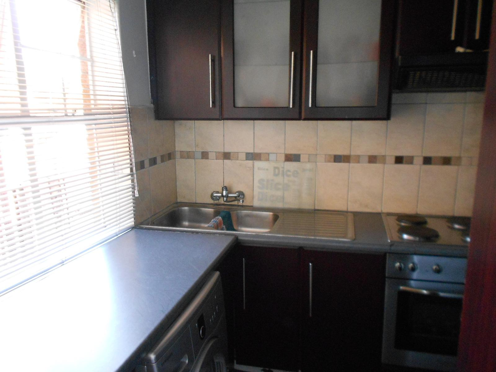 Kitchen - 9 square meters of property in Rosettenville