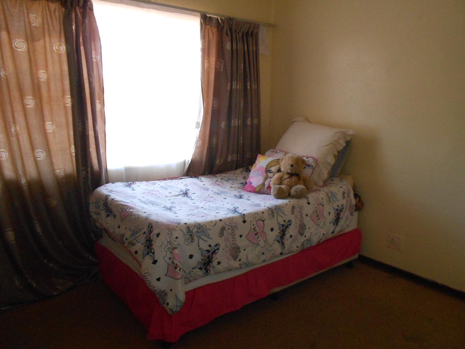 Bed Room 1 - 13 square meters of property in Rosettenville