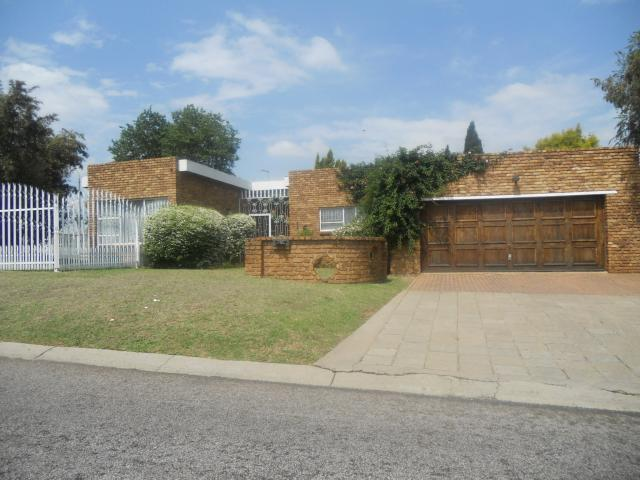 3 Bedroom House for Sale For Sale in Sunward park - Home Sell - MR099297