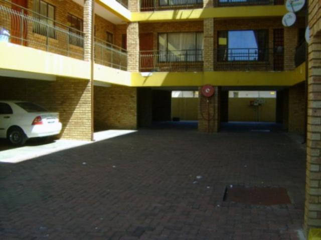 2 Bedroom Apartment for Sale For Sale in Randfontein - Home Sell - MR099326
