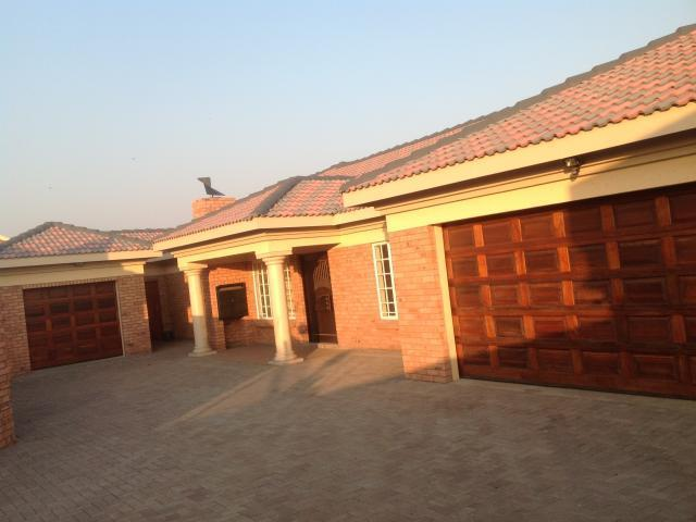3 Bedroom Duet for Sale For Sale in Middelburg - MP - Private Sale - MR099341