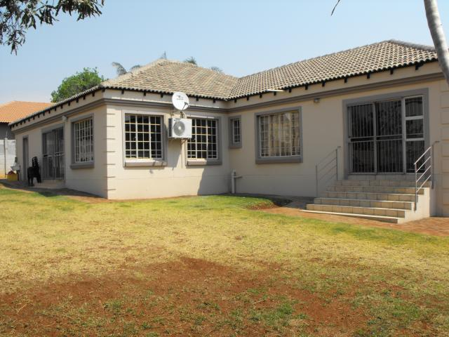 4 Bedroom House for Sale For Sale in Rustenburg - Private Sale - MR099352
