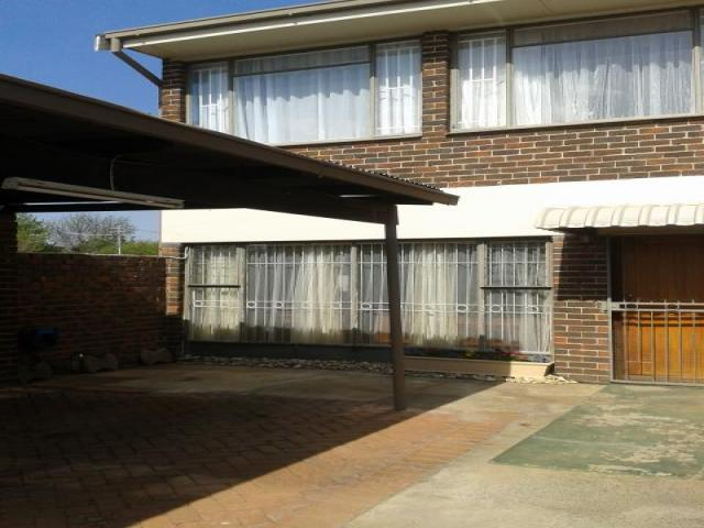3 Bedroom Duplex For Sale in Bloemfontein - Home Sell - MR099405