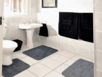 Main Bathroom - 3 square meters of property in Port Alfred
