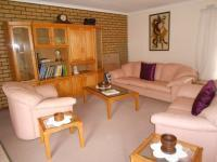 Lounges - 95 square meters of property in Dalpark