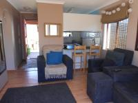 Lounges - 13 square meters of property in Brackenfell