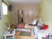 Bed Room 1 - 22 square meters of property in The Hill