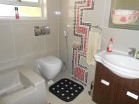 Bathroom 2 - 3 square meters of property in Monavoni
