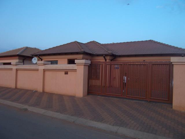 4 Bedroom House for Sale For Sale in Vosloorus - Home Sell - MR099749
