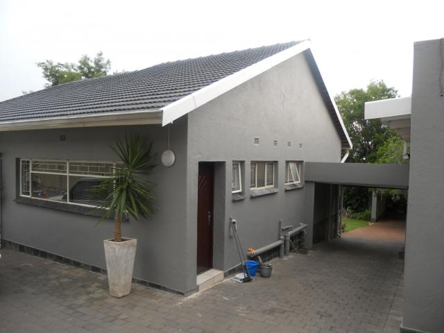 3 Bedroom House For Sale in Sunnyrock - Private Sale - MR099760