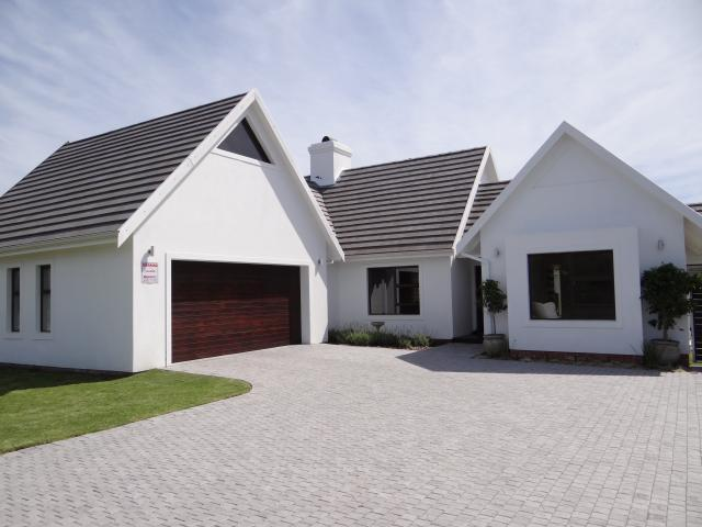 3 Bedroom House For Sale in St Francis Bay - Private Sale - MR099772