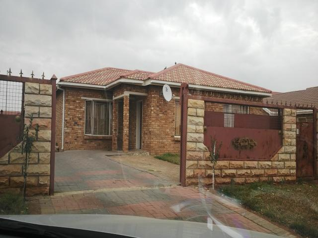 3 Bedroom House For Sale in Bloemfontein - Private Sale - MR099780