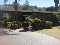 Front View of property in Kloofendal