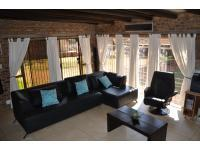 Lounges - 26 square meters of property in Kloofendal