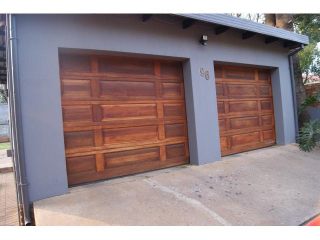4 Bedroom House For Sale in Hartbeespoort - Private Sale - MR100090