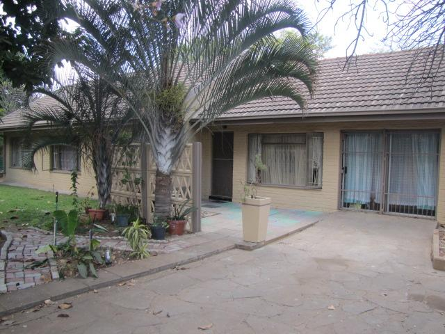 3 Bedroom House for Sale For Sale in Lephalale (Ellisras) - Home Sell - MR100148